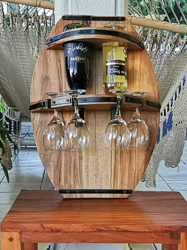 porta vino de madera en forma de barril