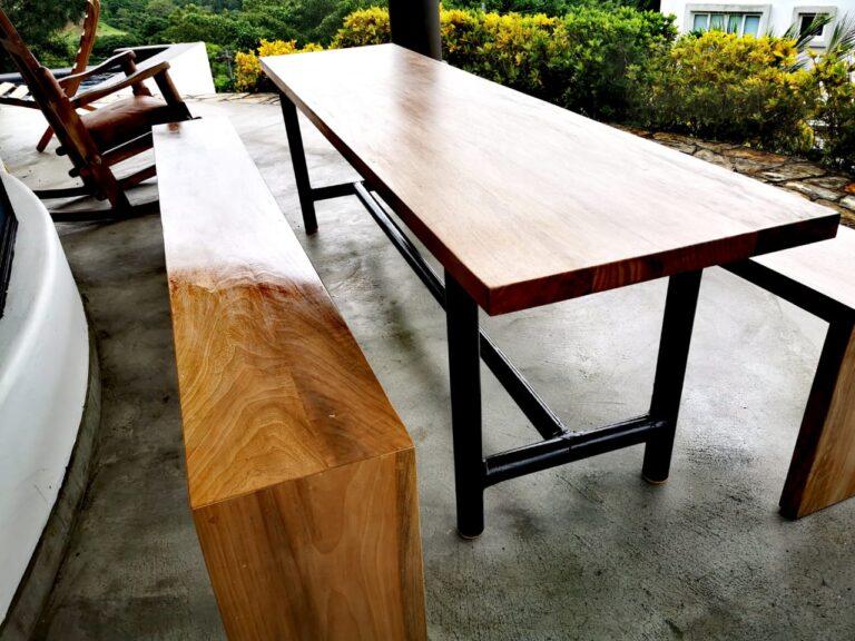 Mesa de madera construida para casa el faro por constrictora Vargas en san juan del sur