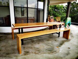 Mesa de madera casa el faro